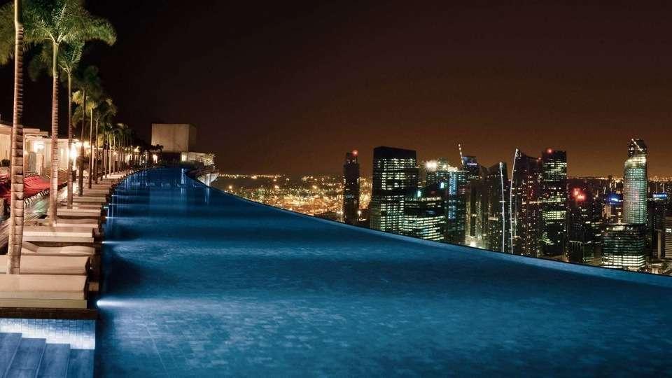Les 20 plus belles piscines du monde super d co page 12 for Singapour hotel piscine sur le toit