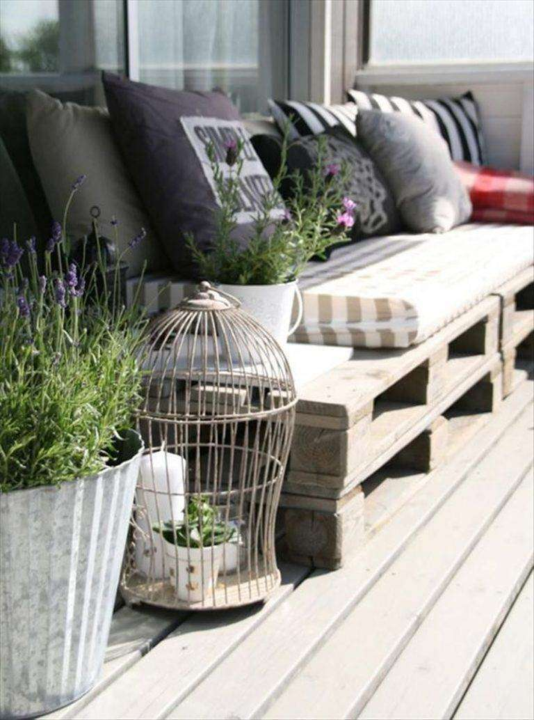 décoration,balcon,banc,palettes,bois,coussins,cage,oiseaux,déco,768×1034