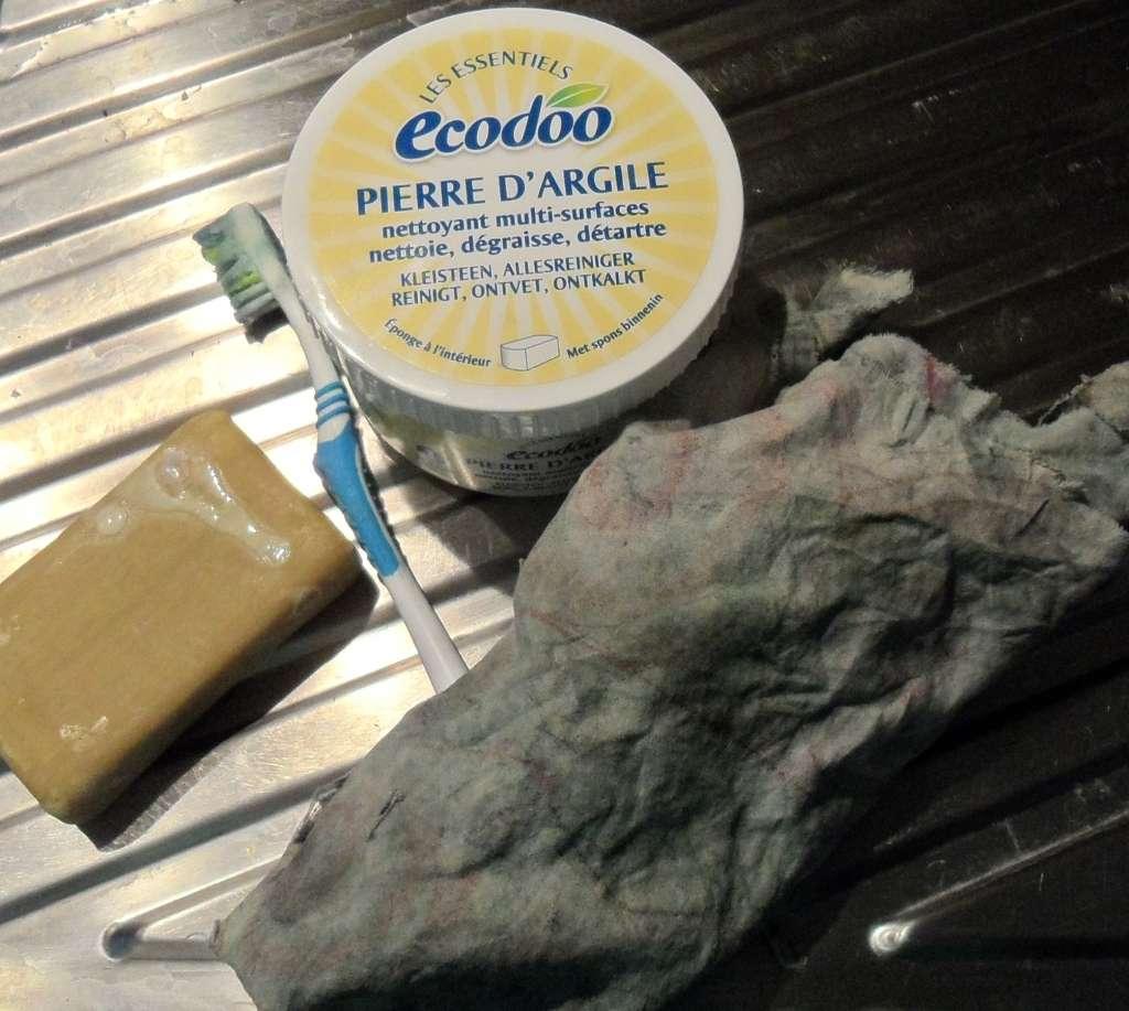 Comment nettoyer un canap en cuir conseils et astuces - Enlever tache sur cuir clair ...
