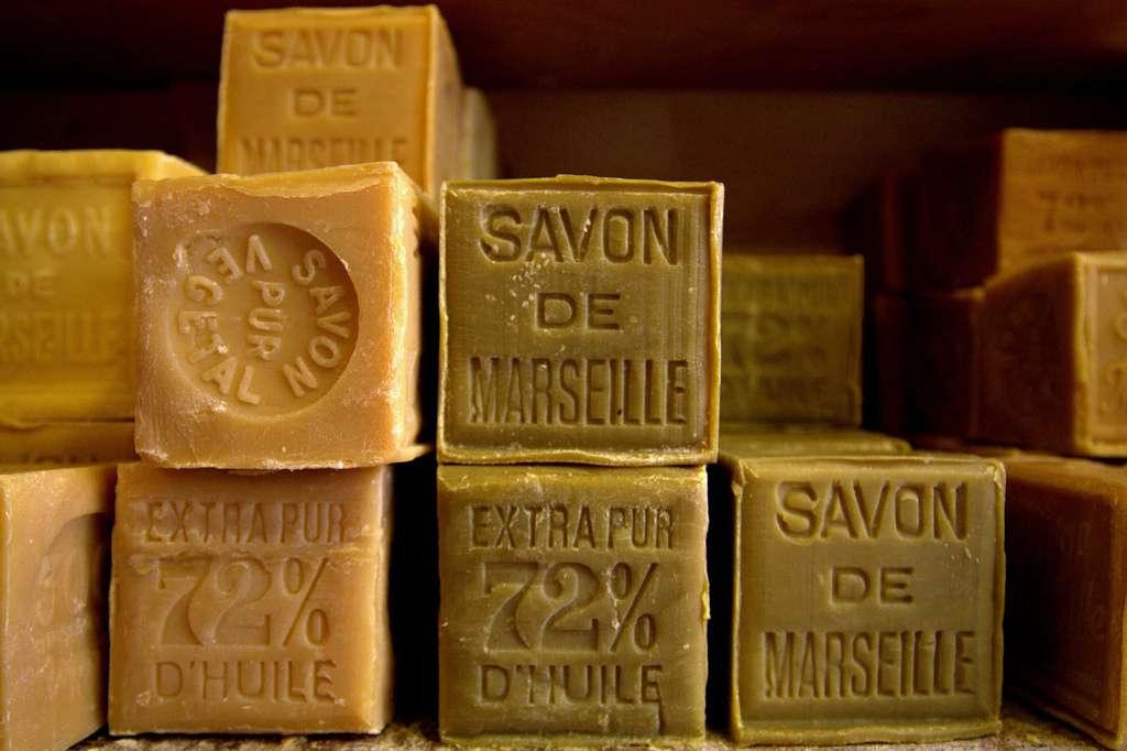 Savon de Marseille pour nettoyer son canapé en cuir