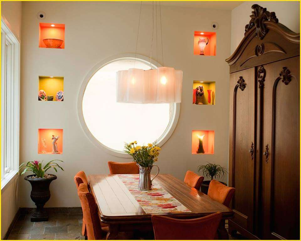 Niches murales dans une salle à manger classique - Super Déco