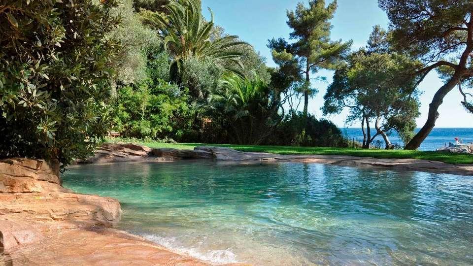 Construire une piscine naturelle avantages et for Petite piscine naturelle