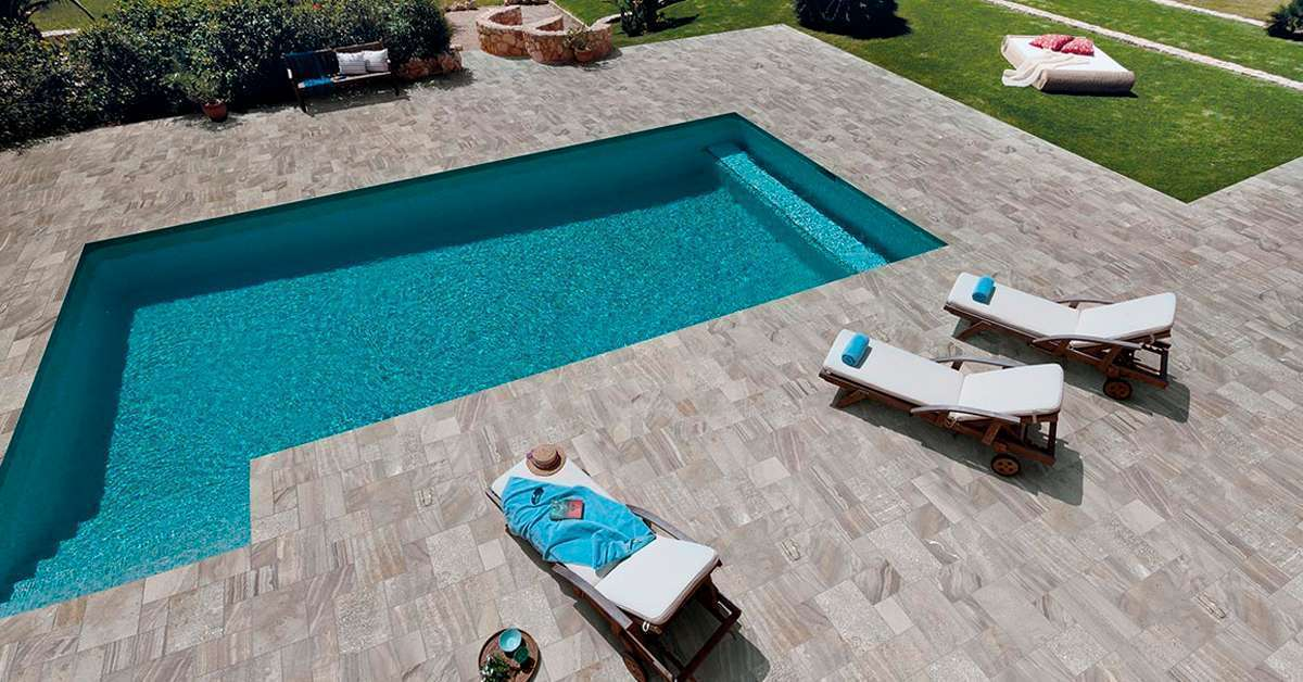 Carrelage pour piscine un rev tement ind modable for Piscine en carrelage
