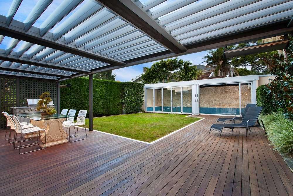 Terrasse couverte avec piscine et pergola