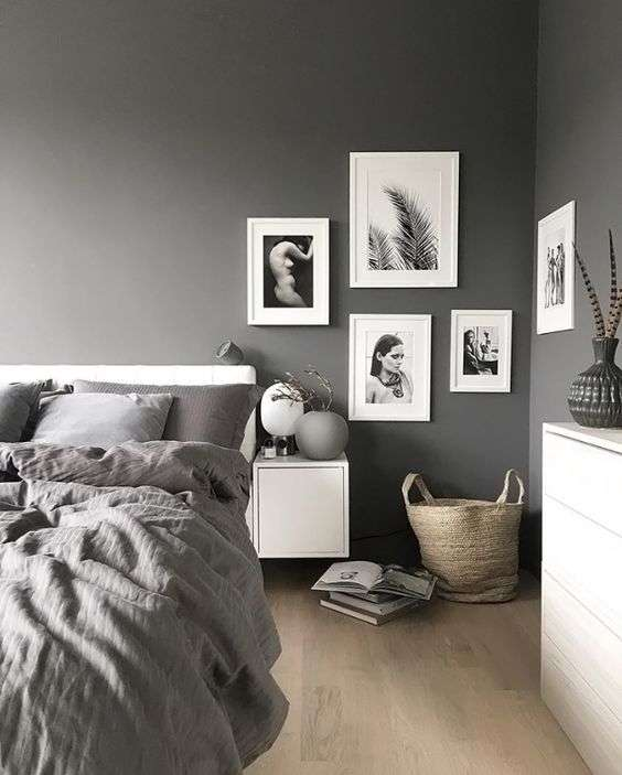 Utiliser une galerie de cadres pour décorer un espace vide de votre chambre