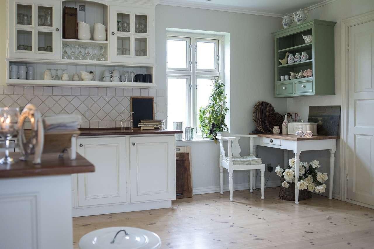 Rangements esthétiques dans une cuisine