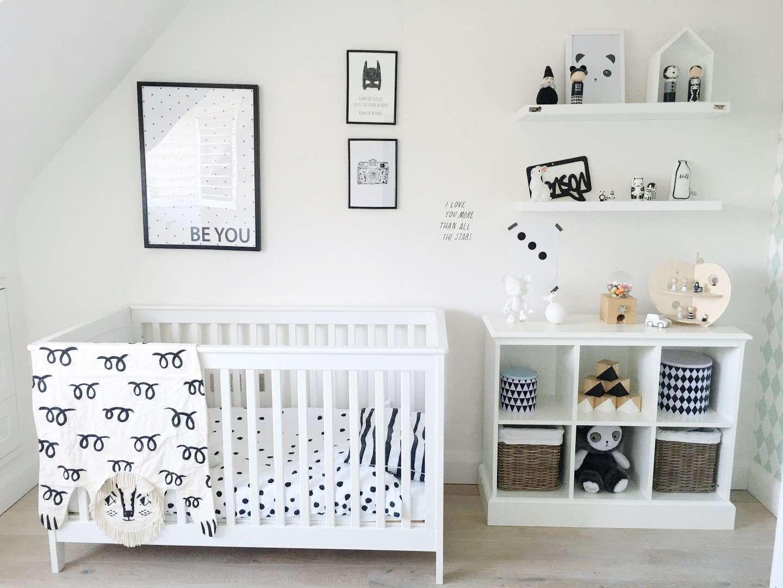 Chambre blanche et épurée pour bébé