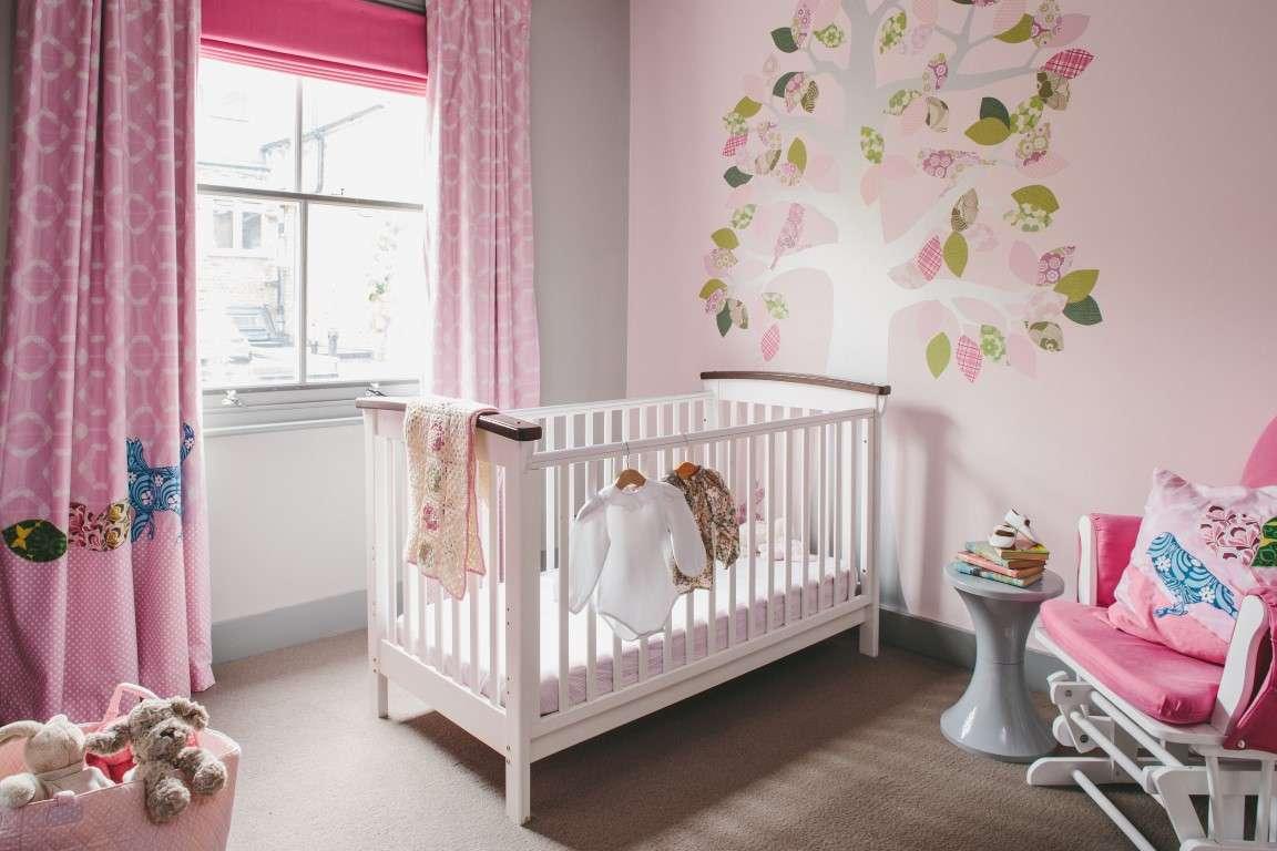 Chambre de bébé rose pour fille