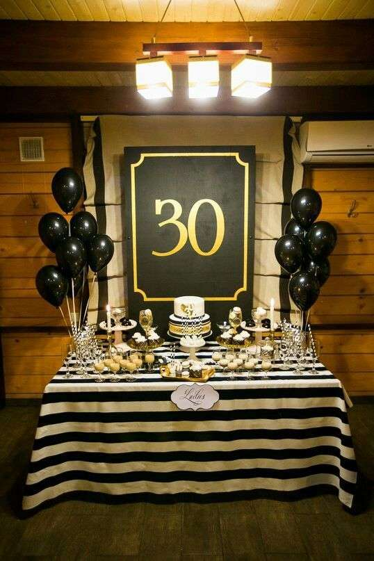 Table d'anniversaire pour fêter les 30 ans