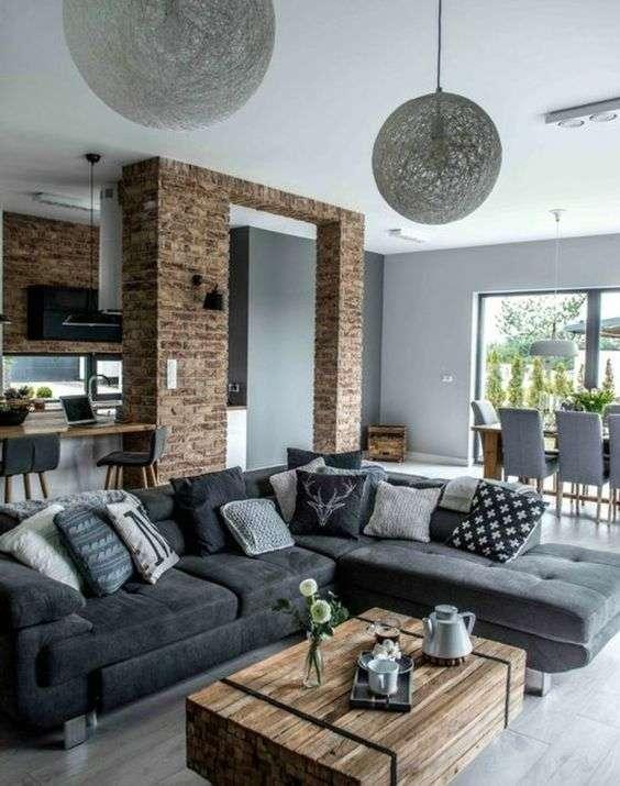 Canapé gris dans un salon de charme