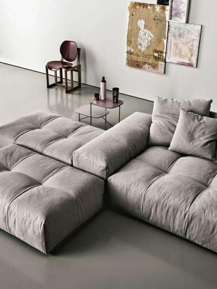 Canapé gris avec méridienne confortable