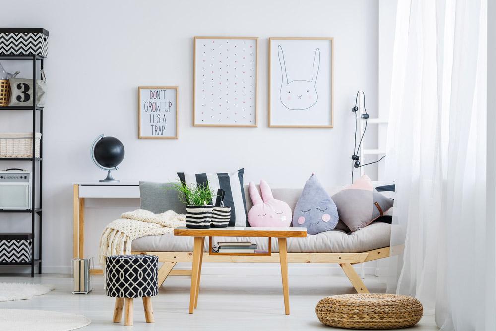 Salon blanc avec décoration scandinave