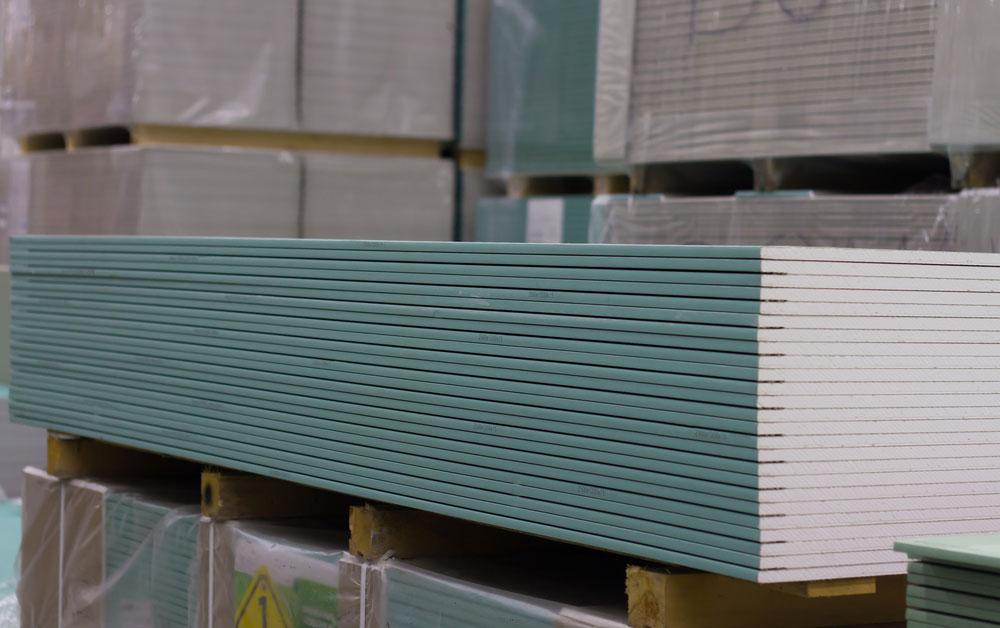 Plaques de placo hydrofuge dans un entrepôt