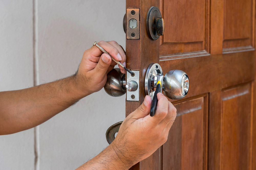 Changer la serrure d'une vieille porte