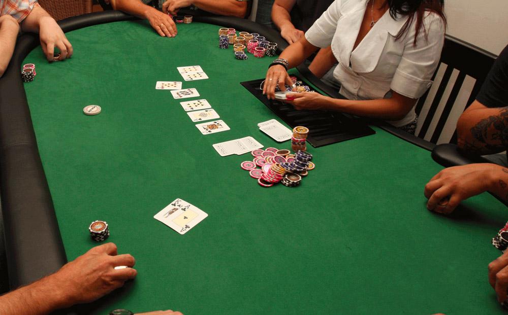 Table de poker entre amis