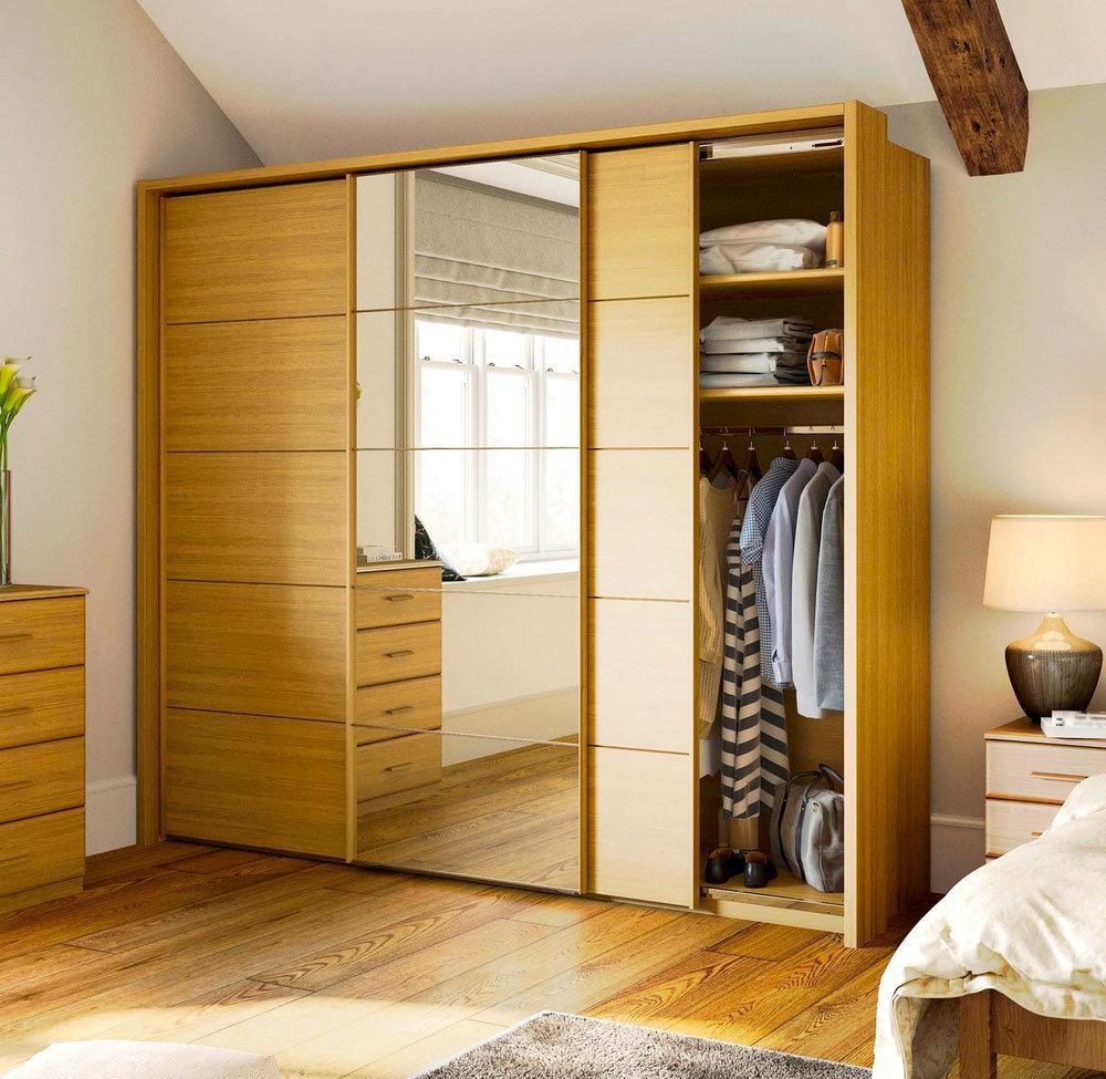 Armoire en bois avec miroir
