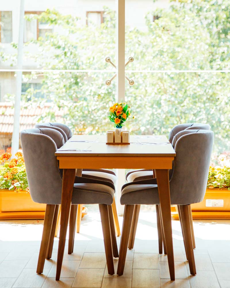 Pieds de table à manger en bois
