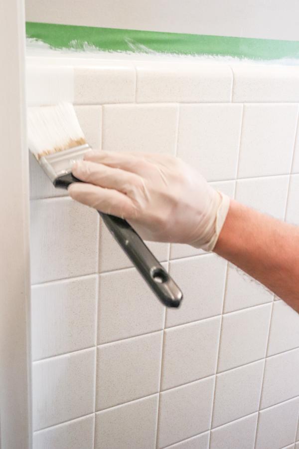 Repeindre le carrelage de sa salle de bain