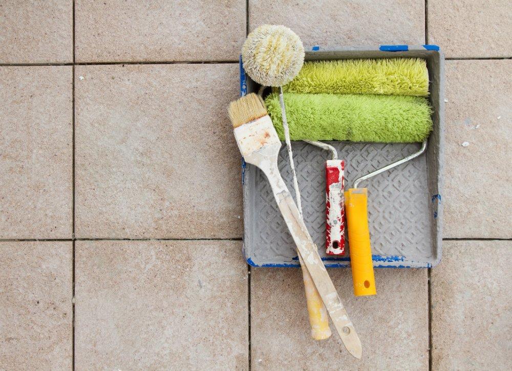 Outils pour repeindre carrelage salle de bain